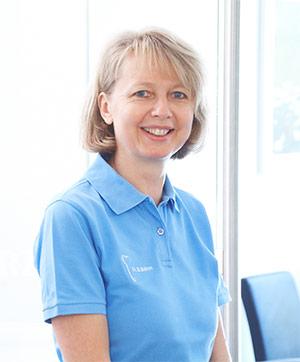 Dr. med. dent. Beatrice Böhm in ihrer Zahnarztpraxis in Sindelfingen